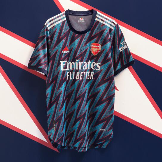 Met het Arsenal 3e shirt ga je back to the 90's!
